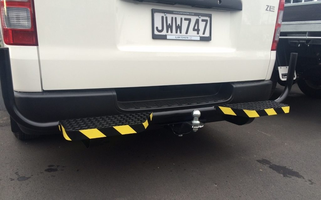 Hiace-rear-bar-with-twin-steps5